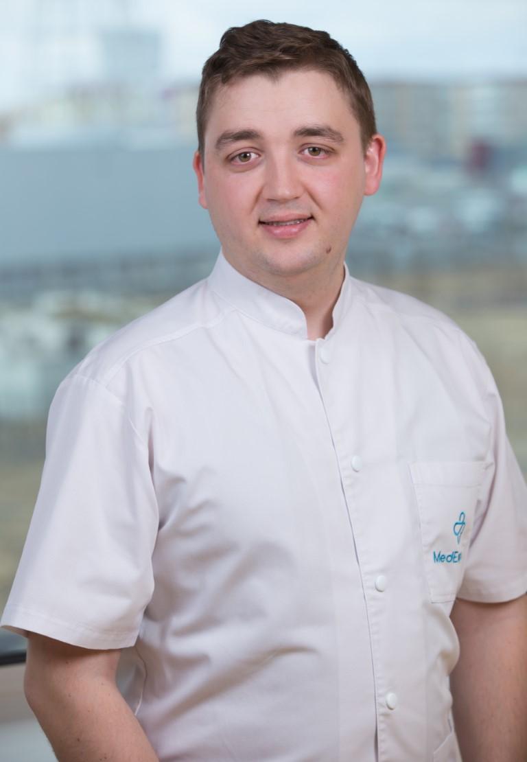dr. Dmitri Scorţescu (Medium)